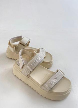 Босоніжки t shoes beige