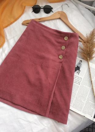 Очень красивая пыльно розовая юбка из микровельвета с золотой фурнитурой