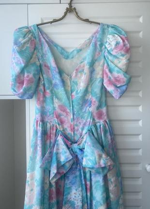 Винтаж. красивое пышное платье с цветочным узором3 фото