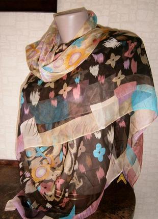Очень большой и красивый платок из натурального шелка. louis vuitton.  италия.