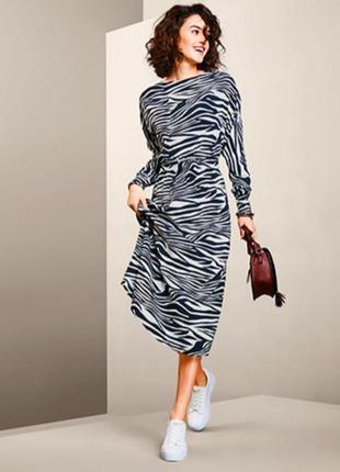 Стильное платье с принтом зебра из вискозы