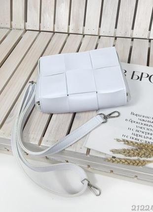 Біла плетена сумочка кросбоді, женская сумка через плечо кроссбоди белая плетеная3 фото