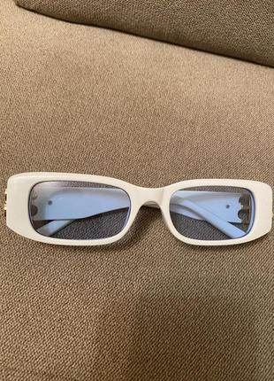Белые очки в стиле 2000-х