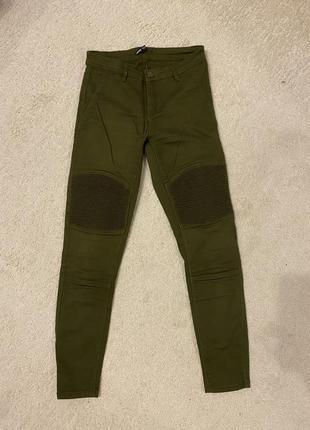 Скинни штаны цвета хаки