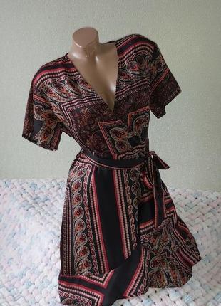Платье с воланами на запах