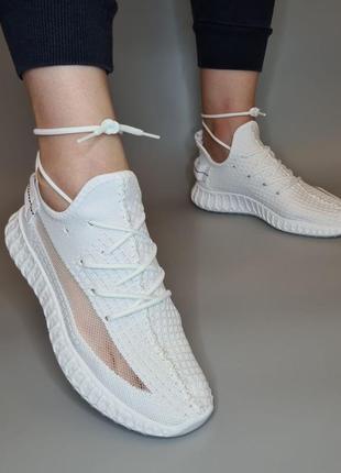 Кросівки білі