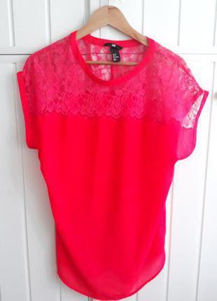 Кислотно-розовая блуза с гипюровым верхом