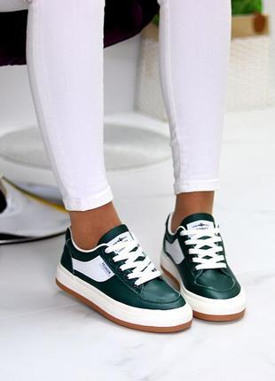 Модные женские кроссовки кеды на шнуровке а ассортименте