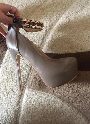 Туфли на каблуке,лабутены,туфли на шпильке
