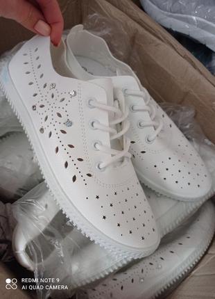 Літні кросівки