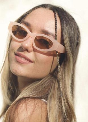 Солнцезащитные очки с пластиковой качественной оправой