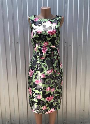 Шелковое летнее платье в силуэтном стиле в цветочный принт