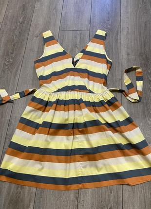 Яркое брендовое платье