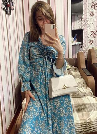Голубое платье миди в цветочный принт
