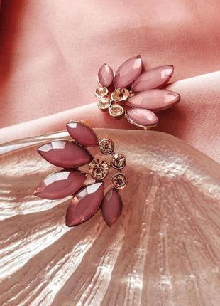 Сережки рожеві пелюстки від only, нові. якісна біжутерія