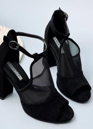 Чёрные замшевые летние босоножки на каблуке