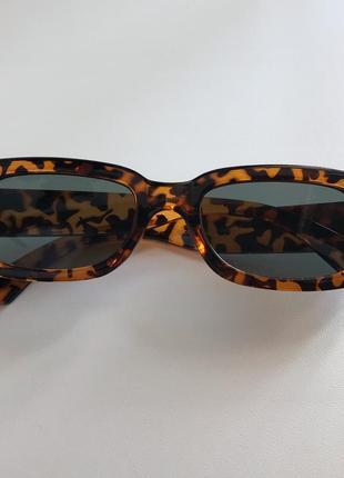 Очки в леопардовой оправе