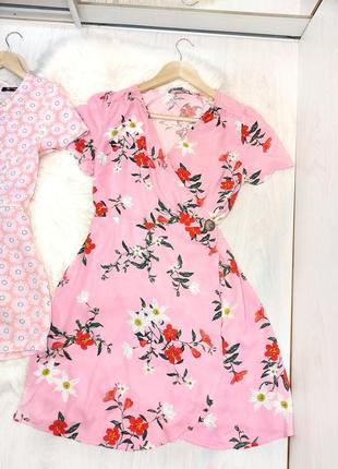 Платье розовое пудровое в цветочный принт с имитацией запаха на запах свободного кроя летящее лёгкое