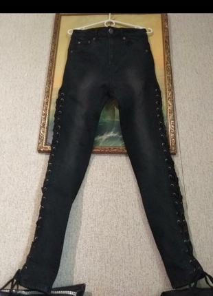 Очень классные джинсы на шнуровке с высокой посадкой