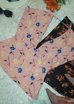 Актуальная блуза в цветочек с глубоким вырезом