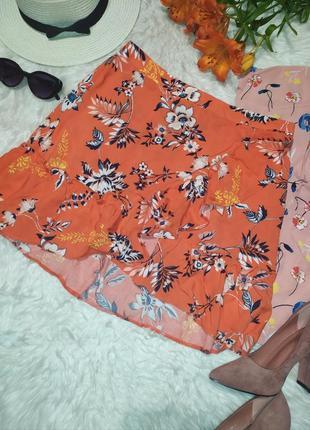 Актуальная юбка мини в цветочек с воланами