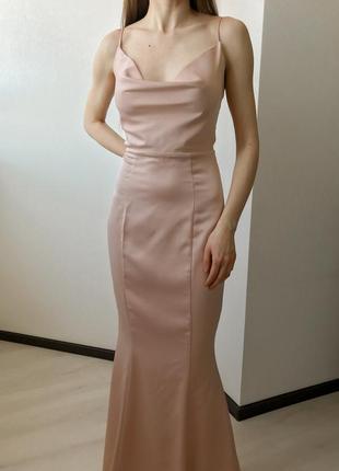 Вечернее пудрово розовое сатиновое платье в пол по фигуре на бретелях lipsy