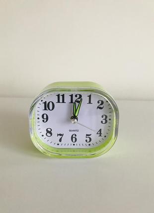 Будильник, маленькие часы, настольные часы, салатовые часики.