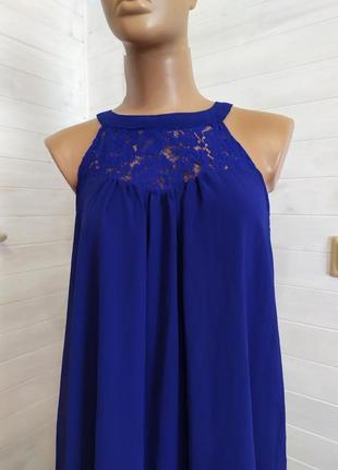 Красивое воздушное платье с кружевной вставкой