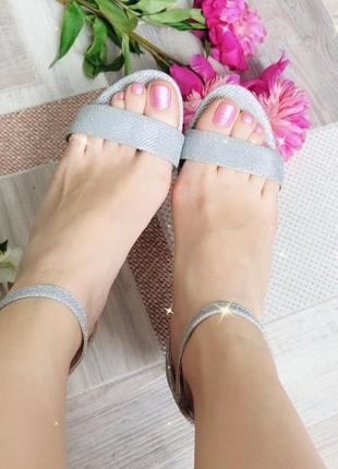 Блестящие босоножки серебряные6 фото