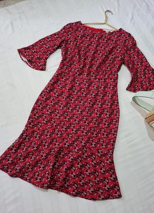 Платье красное в цветочек очень красивое размер м