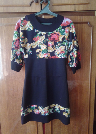 Плаття типу вишиванки.