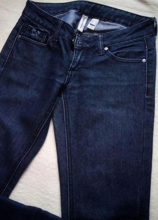 Темно-синие плотные прямые джинсы mango
