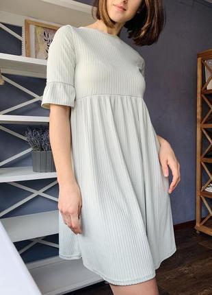 Красивое платье в рубчик