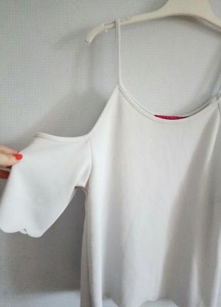 Топ с открытыми плечами с волнистым низом