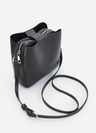 Цікава вмістима сумка на довгому ремінці reserved