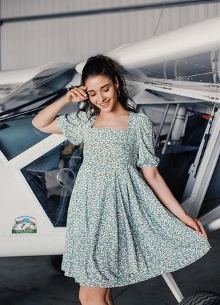 Легкое летнне платье с открытой спиной