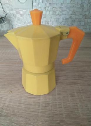 Новая гейзерная кофеварка, италия