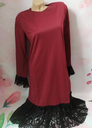 Красивое новое платье с кружевом