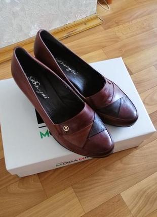 Кожаные туфли, низкий каблук