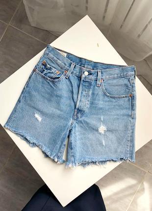 Идеальные длинные голубые джинсовые шорты levis 501