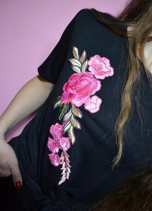 Шикарная футболка с вышивкой цветы черная