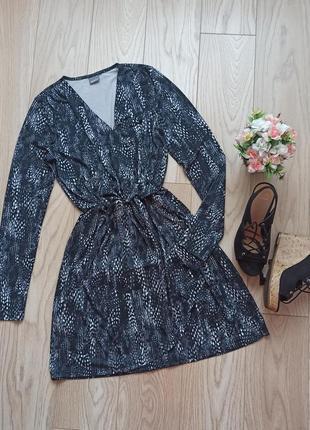 Плотное серое платье в принт, на запах, s-m