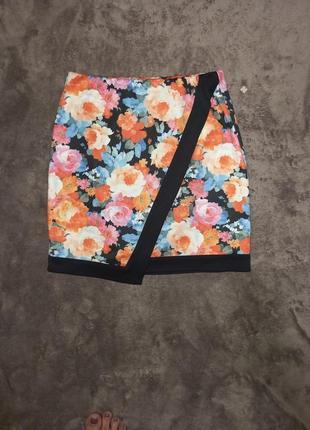 Яркая мини юбка в цветы