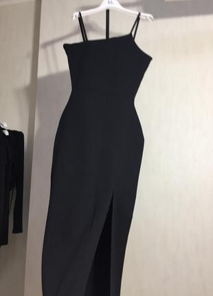 Элегантное платье с разрезом4 фото