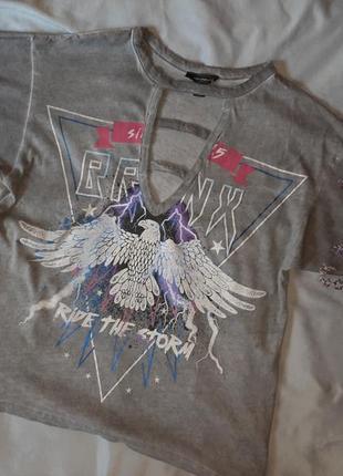 Стильная футболка с вырезом в стиле h&m