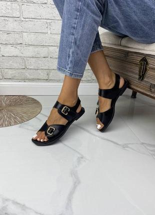 Очень красивые стильные аккуратные женские босоножки без каблука из натуральной кожи, чёрные