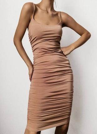 Платье по фигуре силуэтное