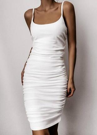 Платье в обтяжку по фигуре1 фото