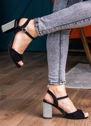 Черные замшевые туфли босоножки  на каблуке с украшениеями женские летние новые - женские туфли 2021
