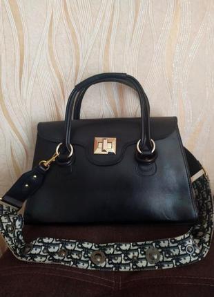 Черная кожаная сумка vera pelle италия